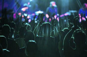 Riprese con droni di gruppi musicali